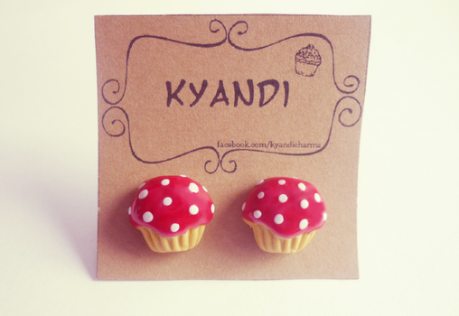 Red cupcakes by Kyandi-charms