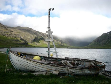 Old boat with a soul by Lofthanna
