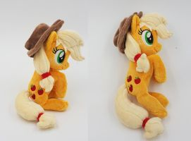 Mini beanie Applejack by Epicrainbowcrafts