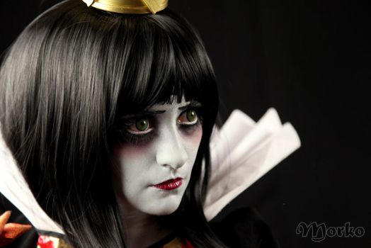 Close up Queen of Hearts by Heavengreen