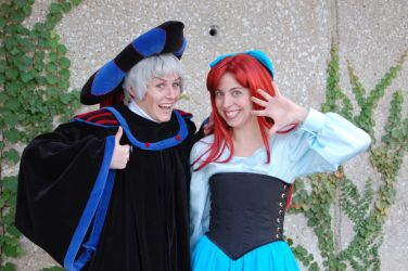 Frollo gives it a thumbs up by littlebitgidget