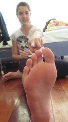 maria wants your tongur on her soles by footboy134