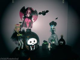 Monster High Ghoul's Rule: Group One by Childofwestwind