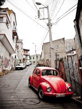 Vintage Beatle in Valparaiso by Xvant