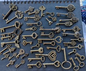 Freebie decorative keys by Geekophelia