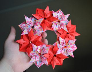 Modular Origami Christmas Wreath by Denierim