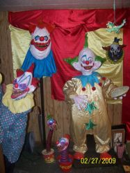 Killer Klowns Display by Blade-of-the-Moon