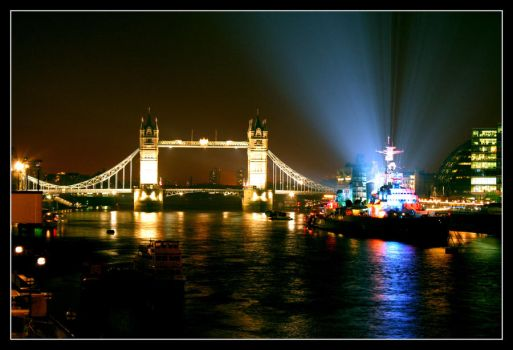 London at Night by einzig