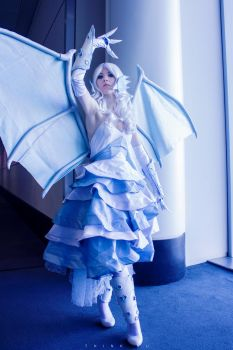 Blue Eyes White Dragon -- Yu-Gi-Oh! Duel Monsters by Azumii-Cosplay