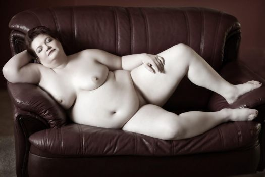 Reclining Beauty by ladyred200141