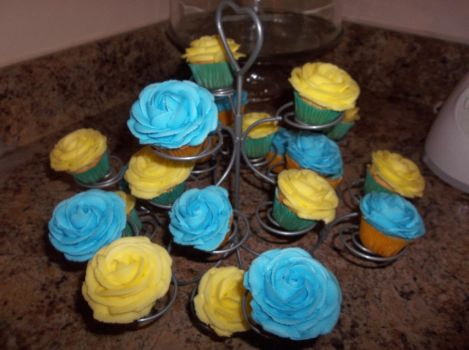 my Buttercream rose cupcakes by euromuttgypsy