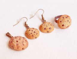 Cookie jewelry by BadgersBakery