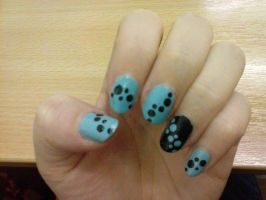 Dotted nail art by Hrasulee