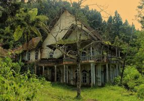 Scary House by bagoestm