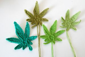 Crochet : Marijuana leaf applique by Ahookamigurumi
