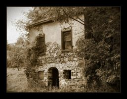 Old House by syrenemyst