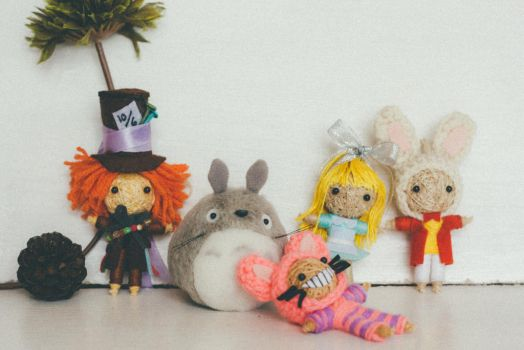 Totoro in Wonderland by Em-Ar-Ae