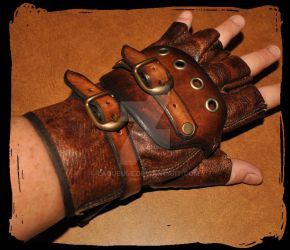steampunk leather glove by Lagueuse