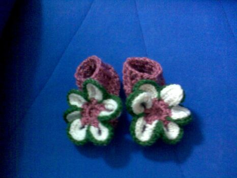 Crochet baby flower booties by Lildi