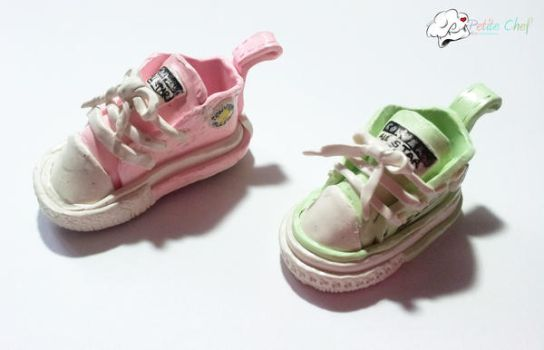 Converse Shoes by kuroso