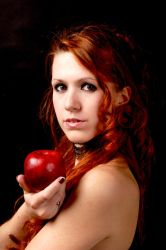 Apple of Discord by Gilliann