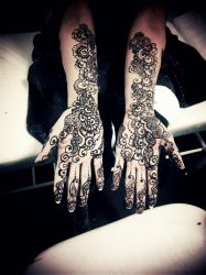 So, I let my hands freely draw.. by ArtisticTalents