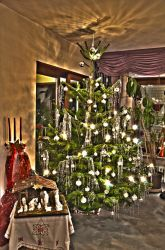Christmas tree HDR by ystoer