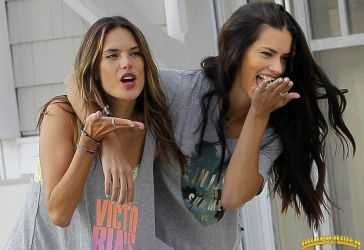 Adriana and Alessandra vore by lowerrider