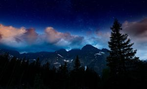 Stars over the mountains. by jacekson