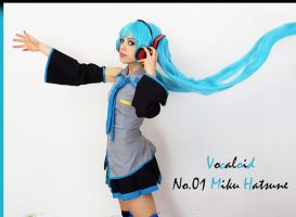 miku cosplay vocaloid by LilituhCosplay