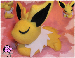 Sleeping Jolteon by PinkuArt