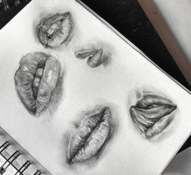 Lips sketches by Cleicha