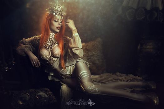 Queen by Ophelia-Overdose
