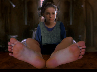 Padme resting barefoot (Wi Natalie Portman's feet) by ATonyP
