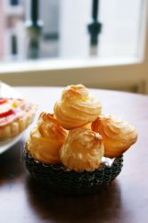 Choux a la creme or cream puff by camnhungth