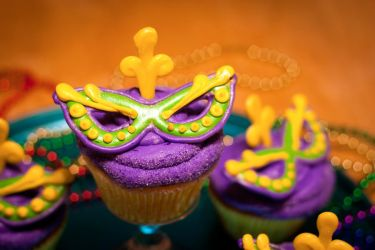 Mardi Gras Mask Cupcakes by theshaggyturtle
