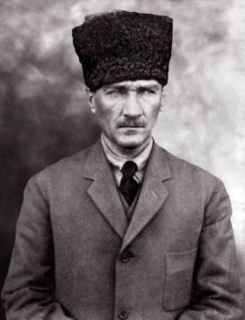Ataturk- That eyes never tired by Arkhass