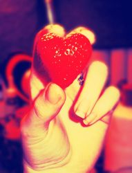 Strawberry Heart by desness