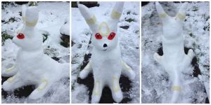 Umbreon Snow Sculpture by MizukiiMoon