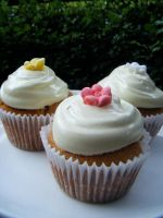 Honey Marshmallow Cupcakes by Cinnamonster