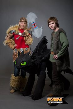 FanX 2015 Toothless Cosplay with Astrid and Hiccup by RecklessGirl