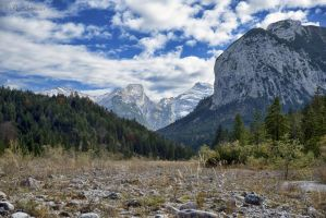 The valley. by Phototubby