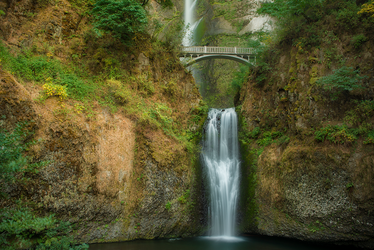 Multnomah Falls by little-spacey