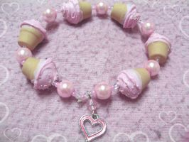 Cute Cupcake Bracelet by lenneheartly