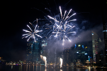 Fireworks over Marina Bay 3 by dahlys