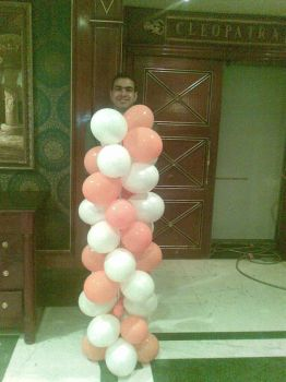 i wear balloons :D by heshamahmed