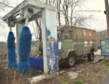 Abandoned gas station by lyyy971