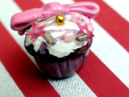 Dollhouse Glitz Cupcake by Claytacular