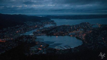 Bergen at night by Gibbich
