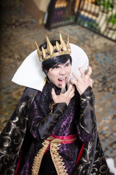 A Scream of Fright! -Genderbend Evil Queen Cosplay by DuysPhotoShoots